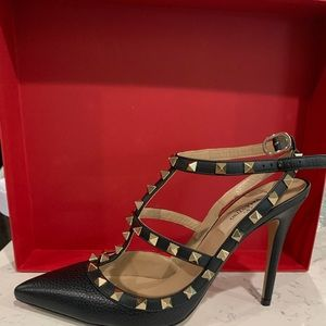 Valentino Garavani rockstud leather pump